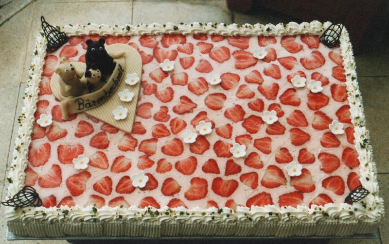 Hochzeitstorte Erdbeersahne rechteckig