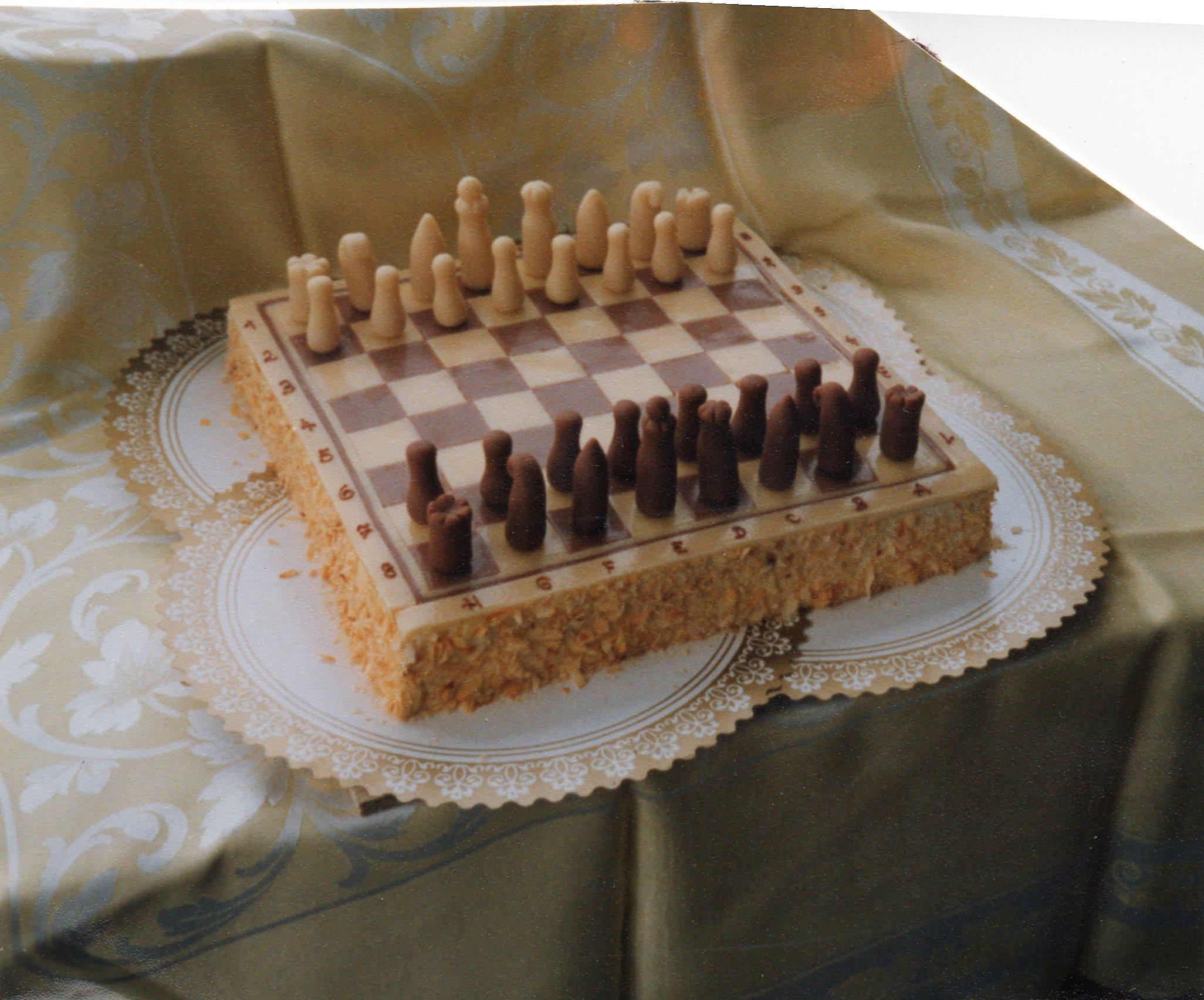 Schachspiel mit Figuren.jpg